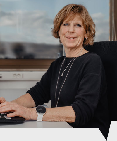Regina Klarfeld ist für die Buchhaltung zuständig bei CenMax Sales